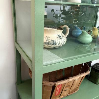 vetrina in legno anni 60