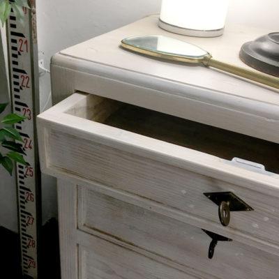 cassettiera vintage bianca