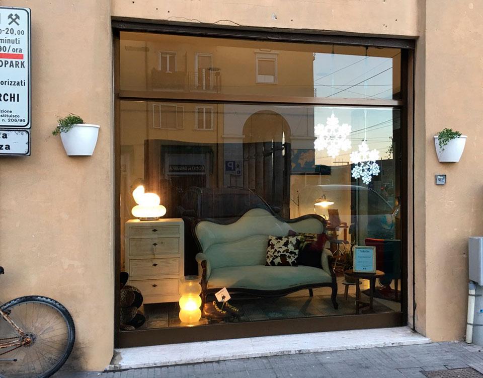 Via Marconi 47 Ancona Bobeche vintage store