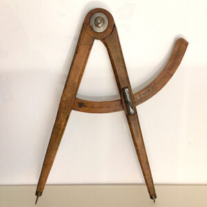 compasso in legno antico