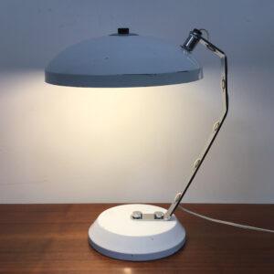 lampada da scrivania con filo passante