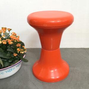 sgabello in plastica arancione anni '70