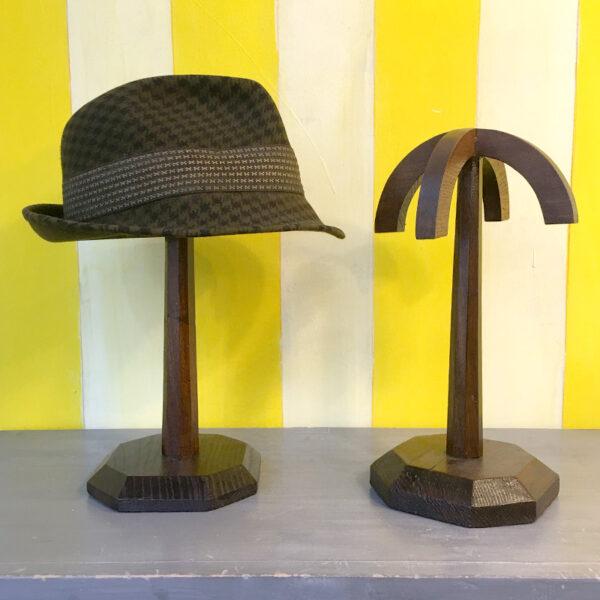 portacappelli vintage in legno
